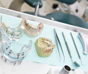 Prothèses dentaires partielles ou complètes
